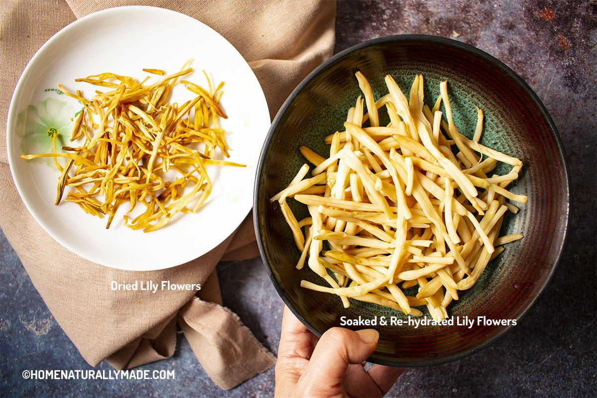Dried vs. Soaked Lily Flowers {Jin Zhen Cai 金针菜}
